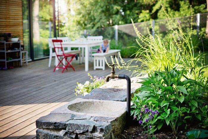Zahradní architekti z atelieru Flera předvedli svou práci v projektu Zahrada s houpačkou