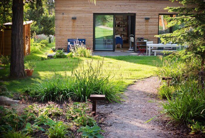 Příkladem krásné práce atelieru Flera je i útulná Zahrada s houpačkou
