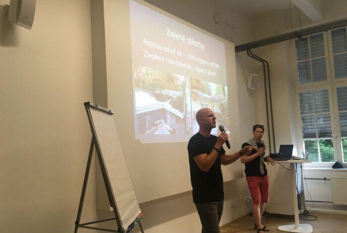 Ferdinand Leffler přednáši o zahradní architektuře a tipech pro běžnou zahradu na přednáškách Flera Academy