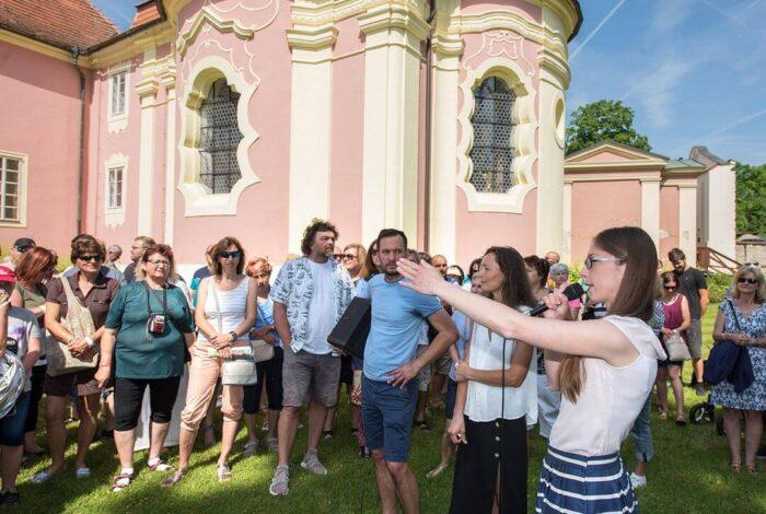 Víkend otevřených zahrad na zámku Mitrowicz předvedl profesionální práci zahradních architektů atelieru Flera