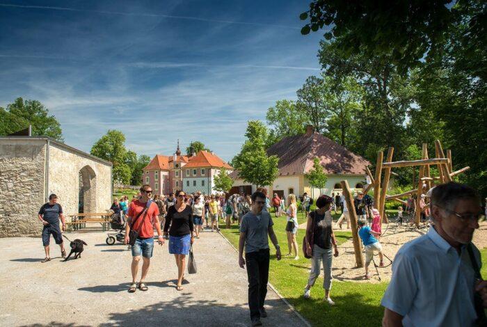Víkend otevřených zahrad na zámku Mitrowicz přesvědčil veřejnost o promyšlenosti práce atelieru Flera