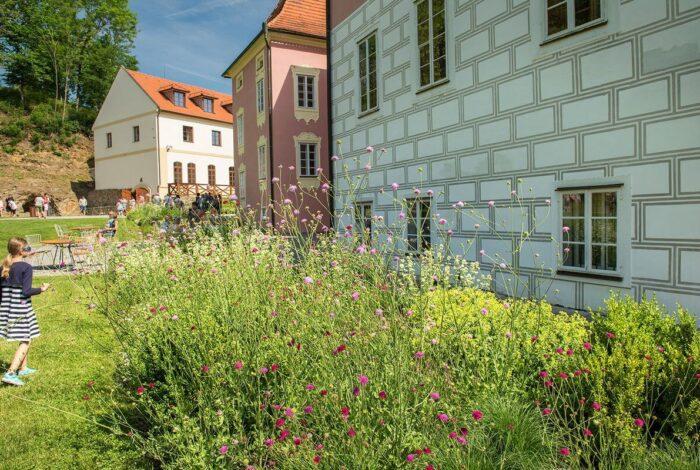 Víkend otevřených zahrad na zámku Mitrowicz je další úspěšnou akcí atelieru Flera