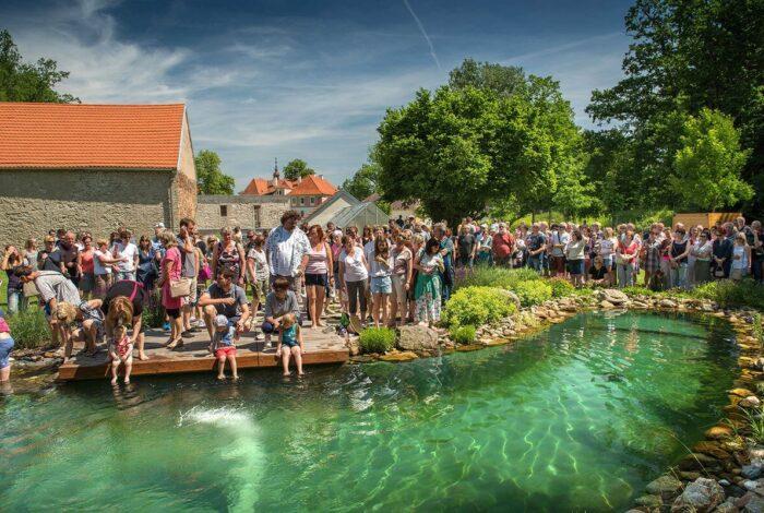Víkend otevřených zahrad na zámku Mitrowicz nás seznámil se zahradní architekturou Flera design
