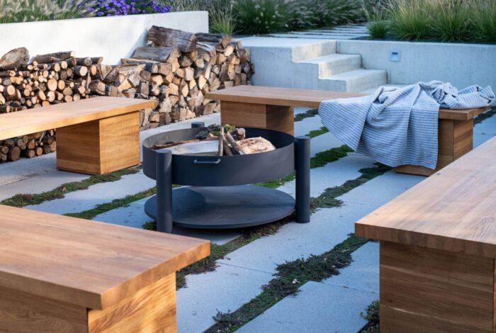 Spojení krásné zeleně s místem pro práci i relaxaci se povedlo architektům atelieru Flera v projektu Zahrada pro tři generace