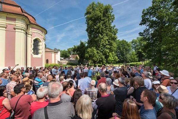 Ferdinand Leffler referuje o Víkendu otevřených zahrad na zámku Mitrowitz, kde jeho atelier Flera zpracoval projekt zahrady