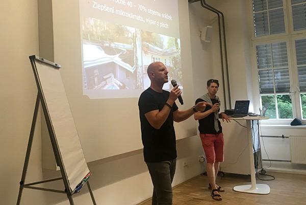 Ferdinand Leffler přednáší o zahradní architektuře na přednášce od Flera Academy