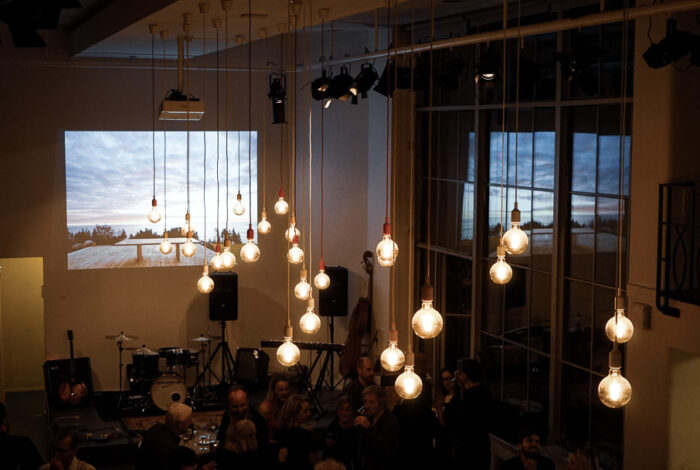 Pohled na zajímavá světla podniku Záletná při křtu knihy Zelené pokoje